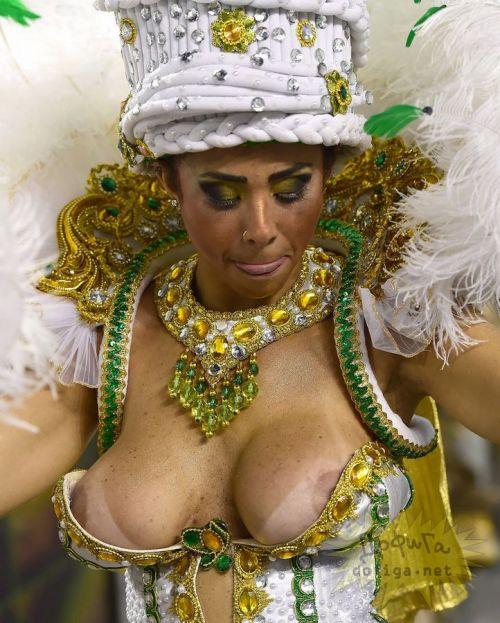 サンバカーニバルで巨乳外国人がおっぱい丸出しなエロ画像 35枚 No.12
