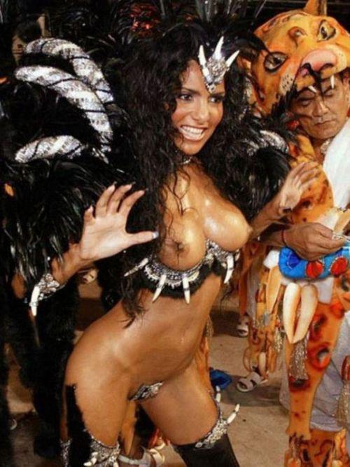 サンバカーニバルで巨乳外国人がおっぱい丸出しなエロ画像 35枚 No.19