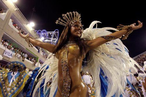 サンバカーニバルで巨乳外国人がおっぱい丸出しなエロ画像 35枚 No.35