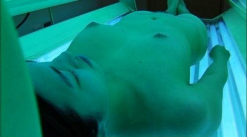 【画像】全裸確定!日焼けマシン内の女の子を盗撮した結果www 31枚 No.24