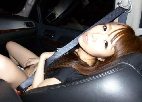 車の中でオマンコを弄ってヨガって悶絶www車内オナニーエロ画像 31枚 No.19