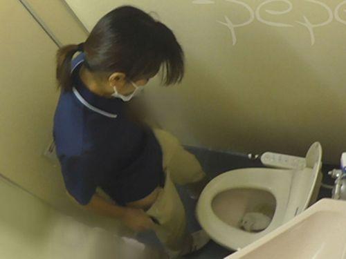 看護師(ナース)が病院のトイレでお○っこしてるのを盗撮したエロ画像 35枚 No.29