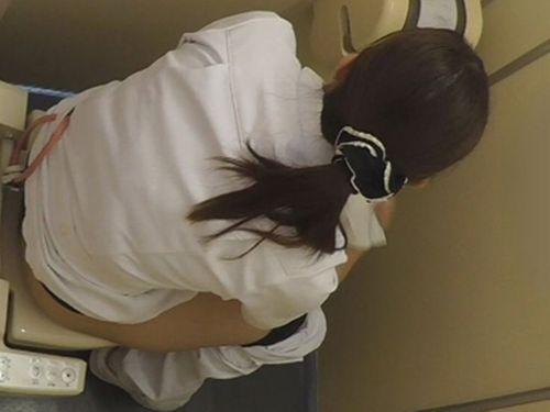 看護師(ナース)が病院のトイレでお○っこしてるのを盗撮したエロ画像 35枚 No.35