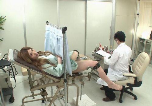 【勃起確定】産婦人科医にオマンコを観察される女の子のエロ画像 32枚 No.6