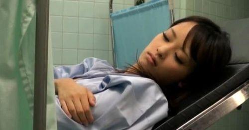 【勃起確定】産婦人科医にオマンコを観察される女の子のエロ画像 32枚 No.8