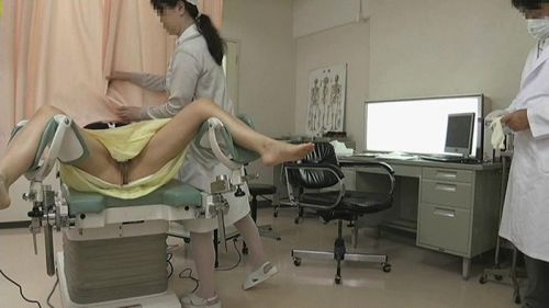 【勃起確定】産婦人科医にオマンコを観察される女の子のエロ画像 32枚 No.9