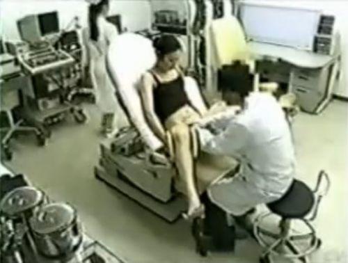 【勃起確定】産婦人科医にオマンコを観察される女の子のエロ画像 32枚 No.16
