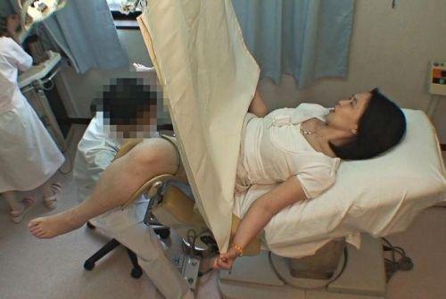 【勃起確定】産婦人科医にオマンコを観察される女の子のエロ画像 32枚 No.18