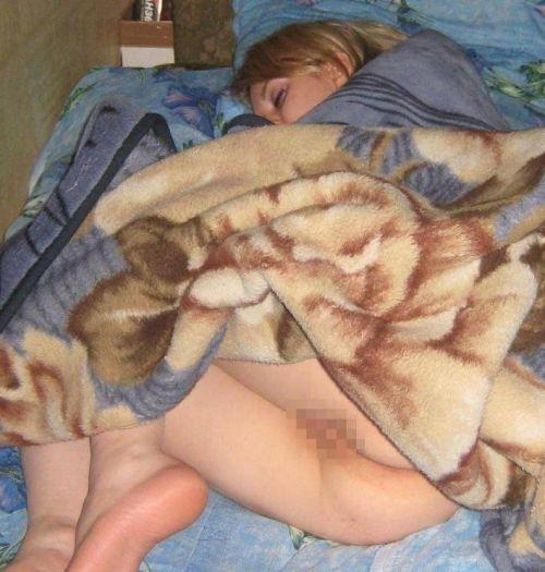 裸族の本場海外女性がお尻丸出しで寝てるのを盗撮したエロ画像 32枚 No.14