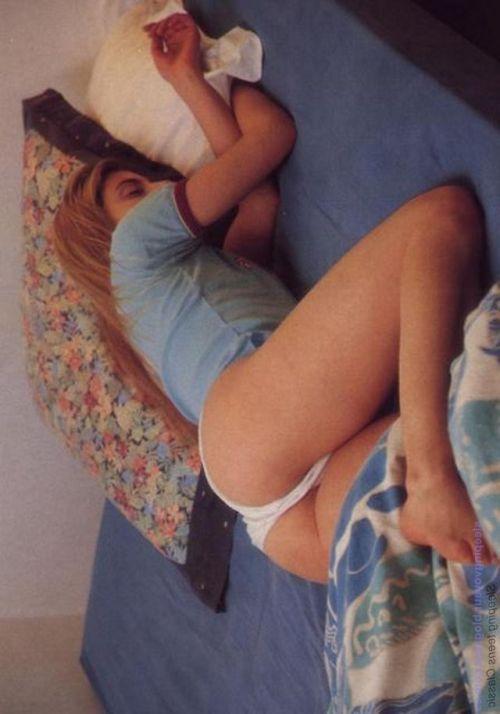 裸族の本場海外女性がお尻丸出しで寝てるのを盗撮したエロ画像 32枚 No.32