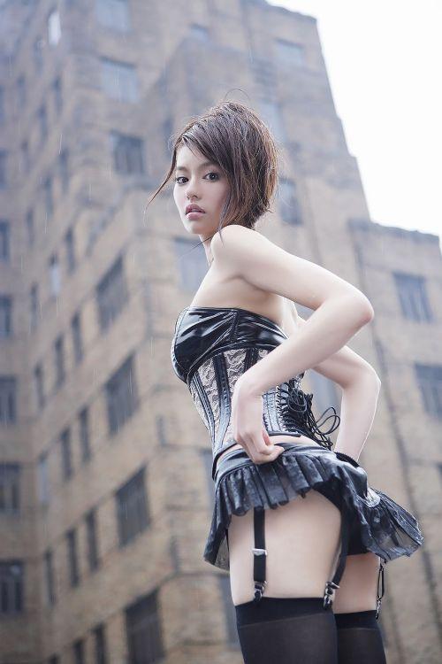 【画像】高級黒ガータベルトに身を包んだエッチな痴女達はこちらです! 32枚 No.8