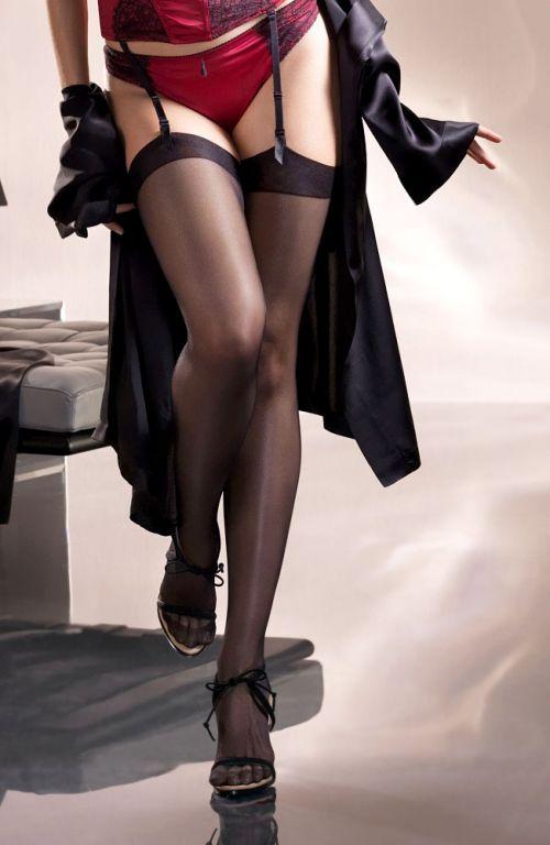 【画像】高級黒ガータベルトに身を包んだエッチな痴女達はこちらです! 32枚 No.12