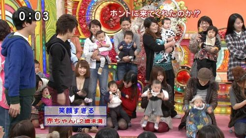 おっぱいがパンパンに張ってる子連れお母さんの胸チラエロ画像 42枚 No.4