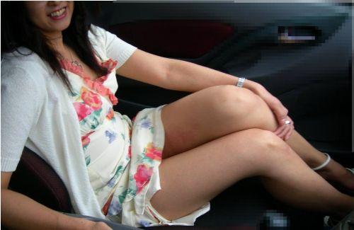 車の中で下着姿やスケパンでマン毛を晒しちゃう女の子のエロ画像 32枚 No.10
