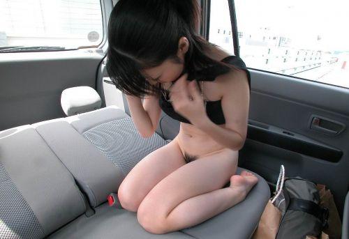 車の中で下着姿やスケパンでマン毛を晒しちゃう女の子のエロ画像 32枚 No.28