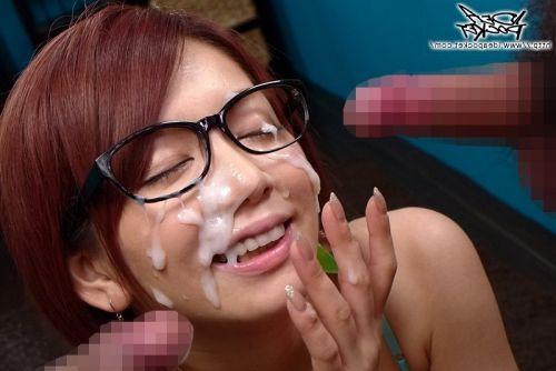 黒縁眼鏡の真面目そうな女の子の眼鏡にザーメンぶっかけエロ画像 33枚 No.14