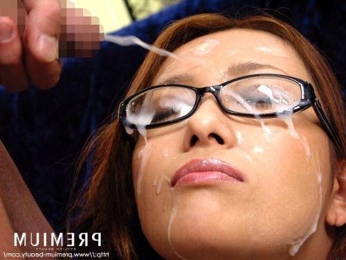 黒縁眼鏡の真面目そうな女の子の眼鏡にザーメンぶっかけエロ画像 33枚 No.20
