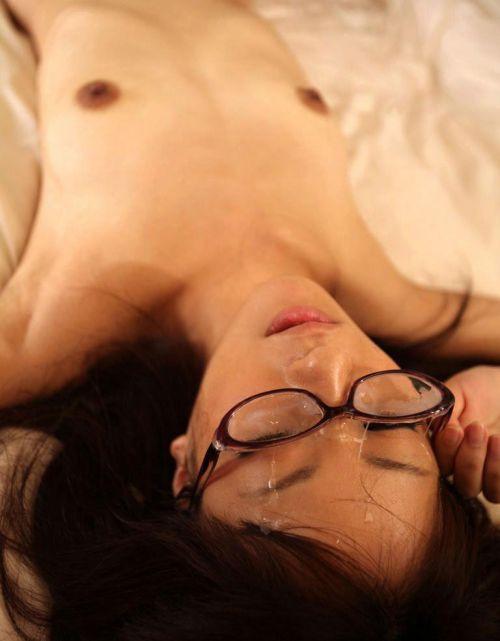 黒縁眼鏡の真面目そうな女の子の眼鏡にザーメンぶっかけエロ画像 33枚 No.25