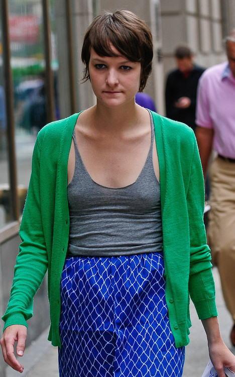 【海外】ノーブラ貧乳外国人の胸ポチを街撮り盗撮したエロ画像 31枚 No.7
