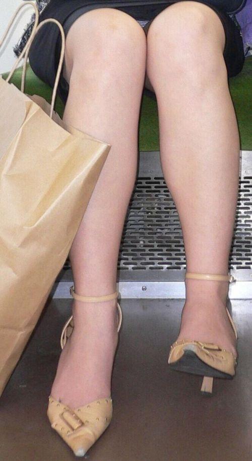 対面女性の逆三角形なデルタゾーンパンチラを盗撮したエロ画像 32枚 No.5
