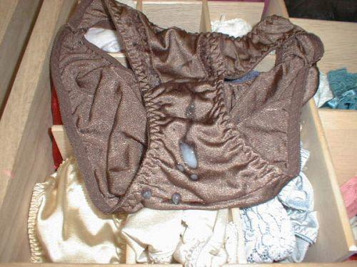 【フェチ】女性のパンティにザーメンをぶっかける下着射精エロ画像 32枚 No.21