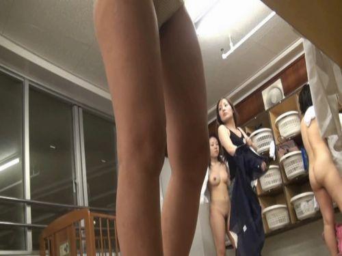 温泉・銭湯の更衣室に仕掛けた隠しカメラ写った着替え盗撮画像 33枚 No.5