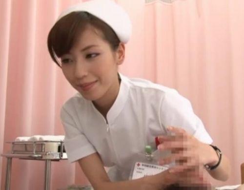 ナースが入院中に手コキで性処理のお世話をしてくれるエロ画像www 27枚 No.9