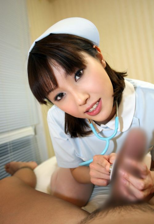 ナースが入院中に手コキで性処理のお世話をしてくれるエロ画像www 27枚 No.15