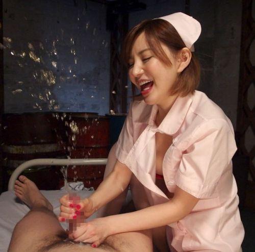 ナースが入院中に手コキで性処理のお世話をしてくれるエロ画像www 27枚 No.21