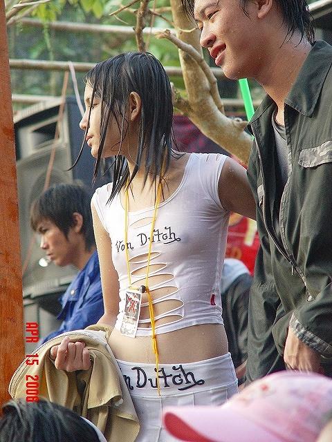 貧乳女子の乳首や乳輪が服の上から透けちゃう乳首ポッチエロ画像 34枚 No.10
