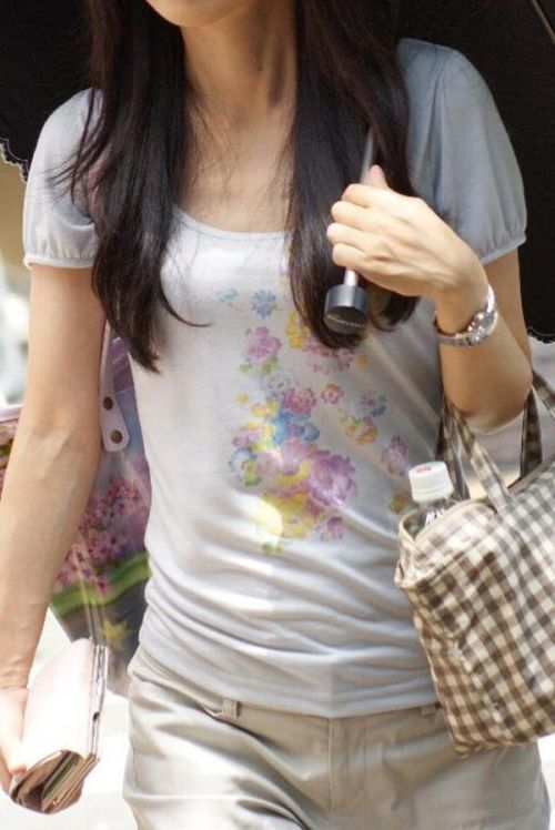 貧乳女子の乳首や乳輪が服の上から透けちゃう乳首ポッチエロ画像 34枚 No.19