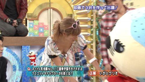アイドル・女子アナが前屈みで胸チラしたお宝芸能画像まとめ 36枚 No.7