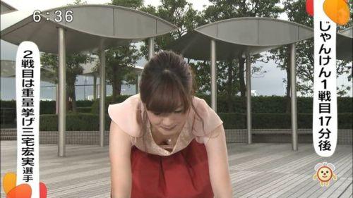 アイドル・女子アナが前屈みで胸チラしたお宝芸能画像まとめ 36枚 No.10