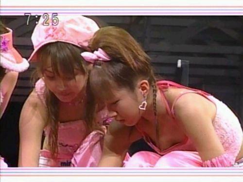 アイドル・女子アナが前屈みで胸チラしたお宝芸能画像まとめ 36枚 No.20