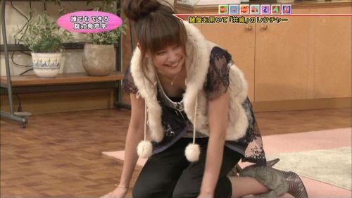 アイドル・女子アナが前屈みで胸チラしたお宝芸能画像まとめ 36枚 No.32