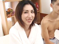 【無修正】綺麗なスレンダー熟女が出張ホスト依頼