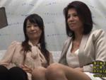 本日の人妻熟女動画 : 【素人】母娘ナンパ!母親の前で中出しされちゃう熟女♪