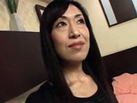 ダイスキ!人妻熟女動画 :【無修正】長身の四十路熟女のオマ◯コをオモチャで弄くってから生ハメ!
