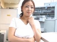 本日の人妻熟女動画:【素人】今日は学校ないの?隣の学生を食べちゃう団地妻♪