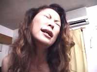 段腹熟女 : 【無修正】揺る乳をプルプルさせながら感じる人妻!