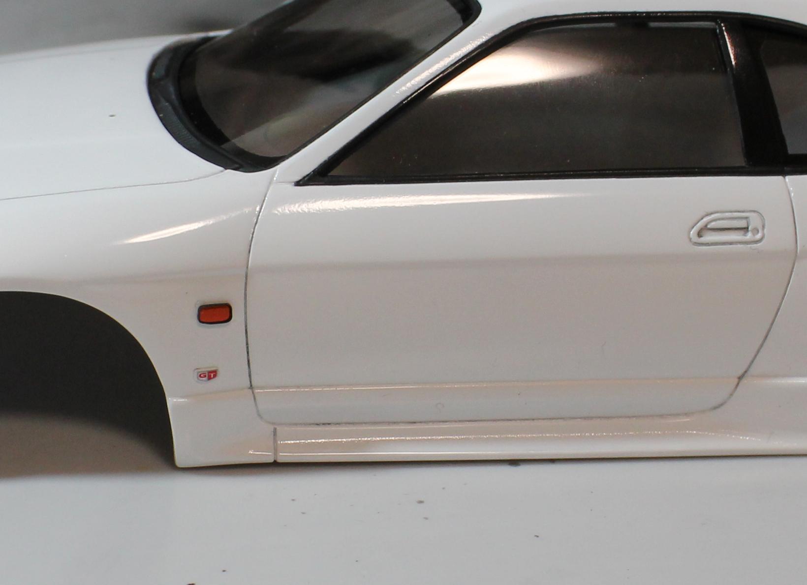 R33サイドマーカー塗装後
