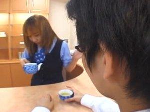 説教されたOLが上司のお茶に唾・痰を入れて飲ませてネタバラシxHamster