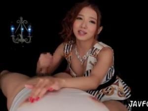 ローション乳首責めと高速手コキで強制射精させる淫語痴女 友田彩也香