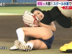 壇蜜姉さん、始球式で転んでマ●コ丸見えになるwwwwwwwwwwwwww(画像あり)