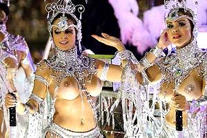 【厳選エロ画像103枚】ブラジルリオのサンバカーニバルておっぱいも乳首もアソコも露出すぎな件【保存版】