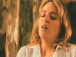 【濡れ場】シャロン・ストーン 森の中で立ちマンしてる濡れ場動画