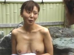 (モザ無)物凄い美しい乳のモデルおねえさんが露天風呂でドウテイ職場員をフェラチオ抜き