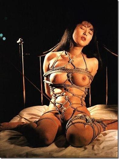 妻を縛って『私のオマンコに旦那様のオチンポ下さい!』と言わせたいエロ動画像20