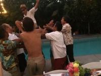 花婿プールにイン