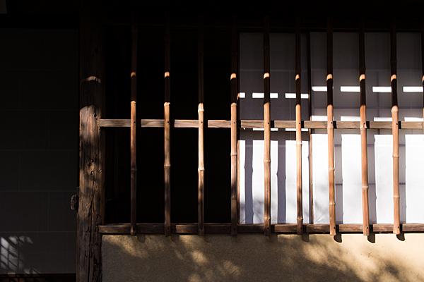 和室の光と影